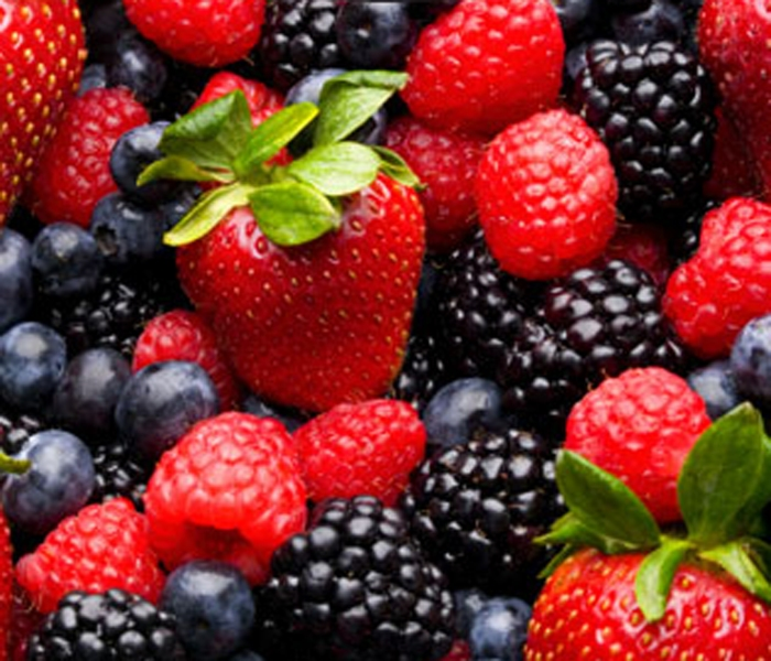 berries-fruit-lower-cataract-risk