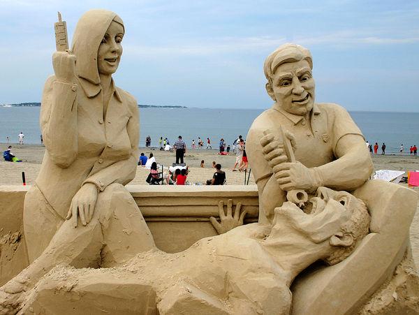 dentist-on-beach-sand-sculpture-