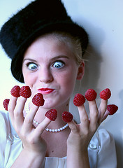 funny-finger-berry-woman