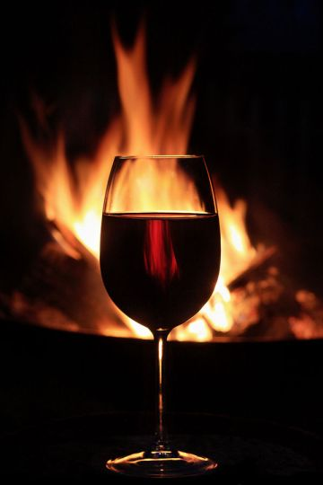 glass-red-wine-beneficial-resveratrol-in-front-fireplace