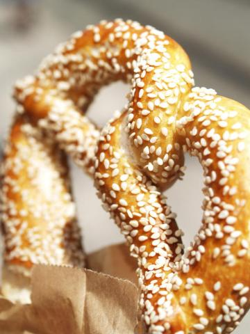 soft-pretzel-with-sesame