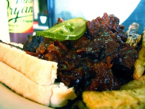 sandwich-burnt-beef-high-in-cancer-promoting-chemicals-bbq-barbecue-meat