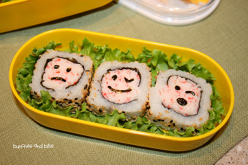 sushi-smiling-faces-cross-section-served-on-plate-ca-roll
