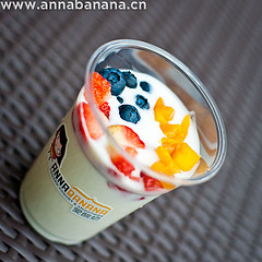 yogurt-and-fruit-see-thru-cup