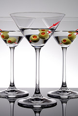 alcohol-martini-there-be-three-with-olives