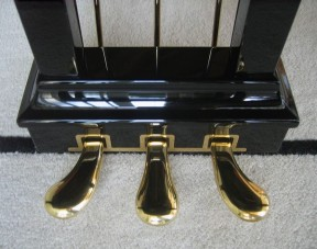 feet-pedals-three-on-steinway-grand-piano-leftmost-one-called-soft-pedal
