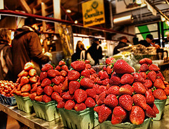strawberries-in-season-at-farmers-market-displayed