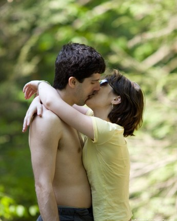 RENOVATING-YOUR-MIND-does-love-kissing-lovers