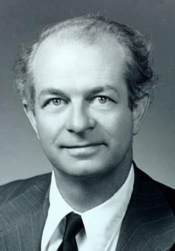 Linus-Pauling-portrait